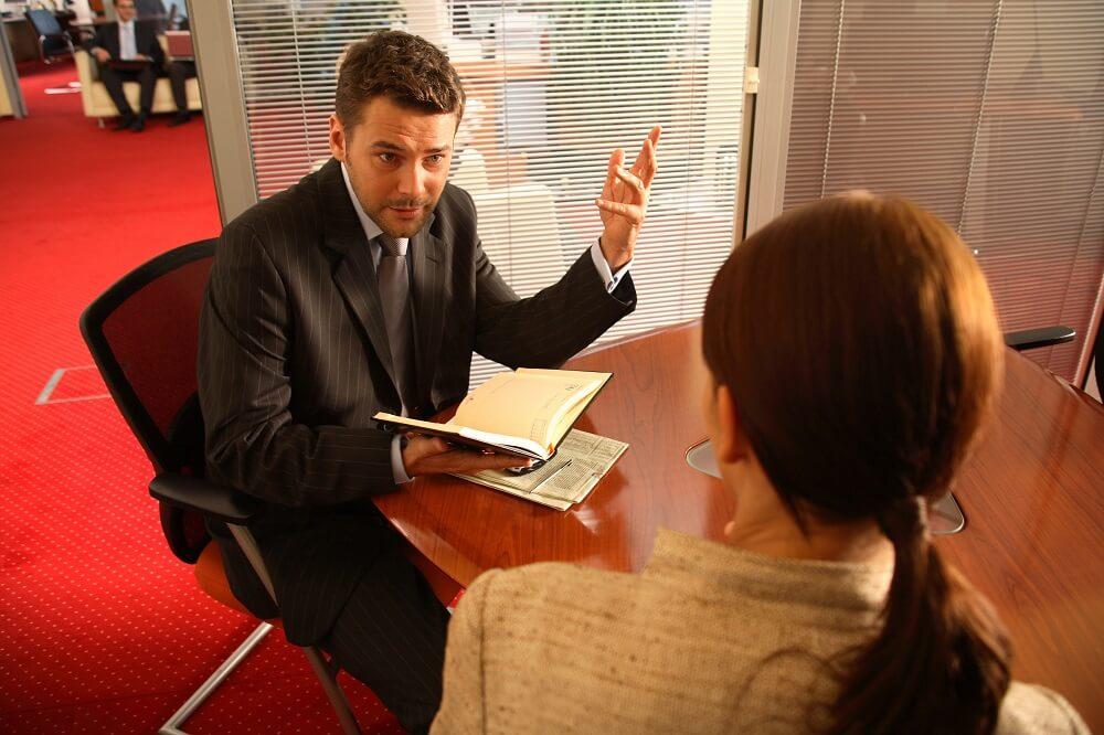 kancelaria adwokata podczas pracy