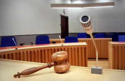 adwokat w sądzie